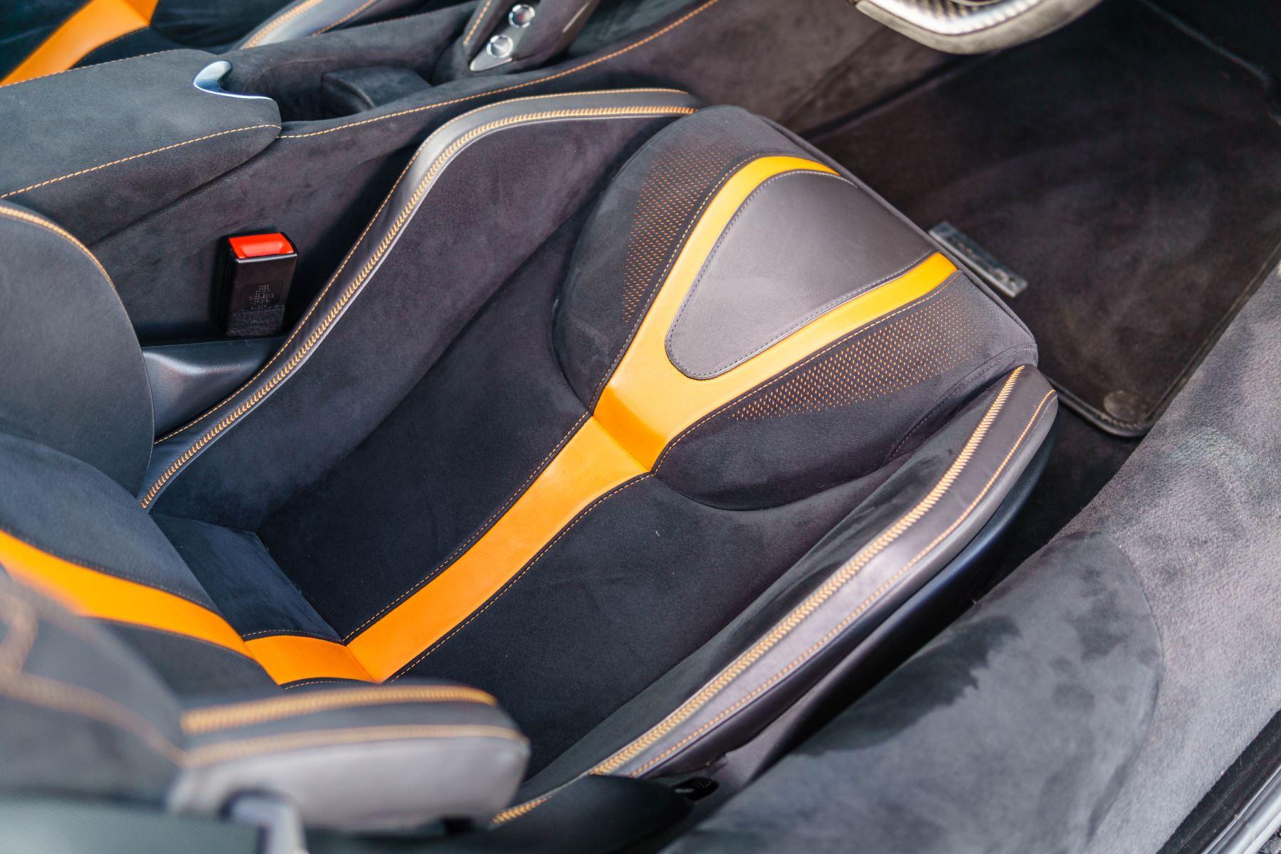 McLaren 720S V8 2dr SSG PERFORMANCE image 35